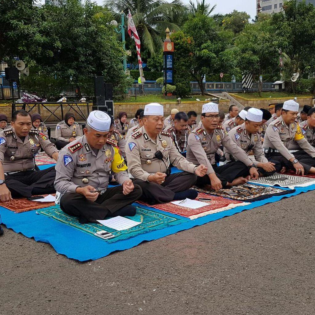 Doa Bersama, Ditlantas Polda Metro Kirim Sumbangan untuk Korban Gempa Aceh
