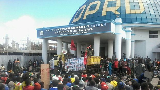 Masa ULMWP menduduki kantor DPRD Jayawijaya, Papua. Pada Hari peringatan HAM, Sabtu (10/12/2016). Dok. Istimewa