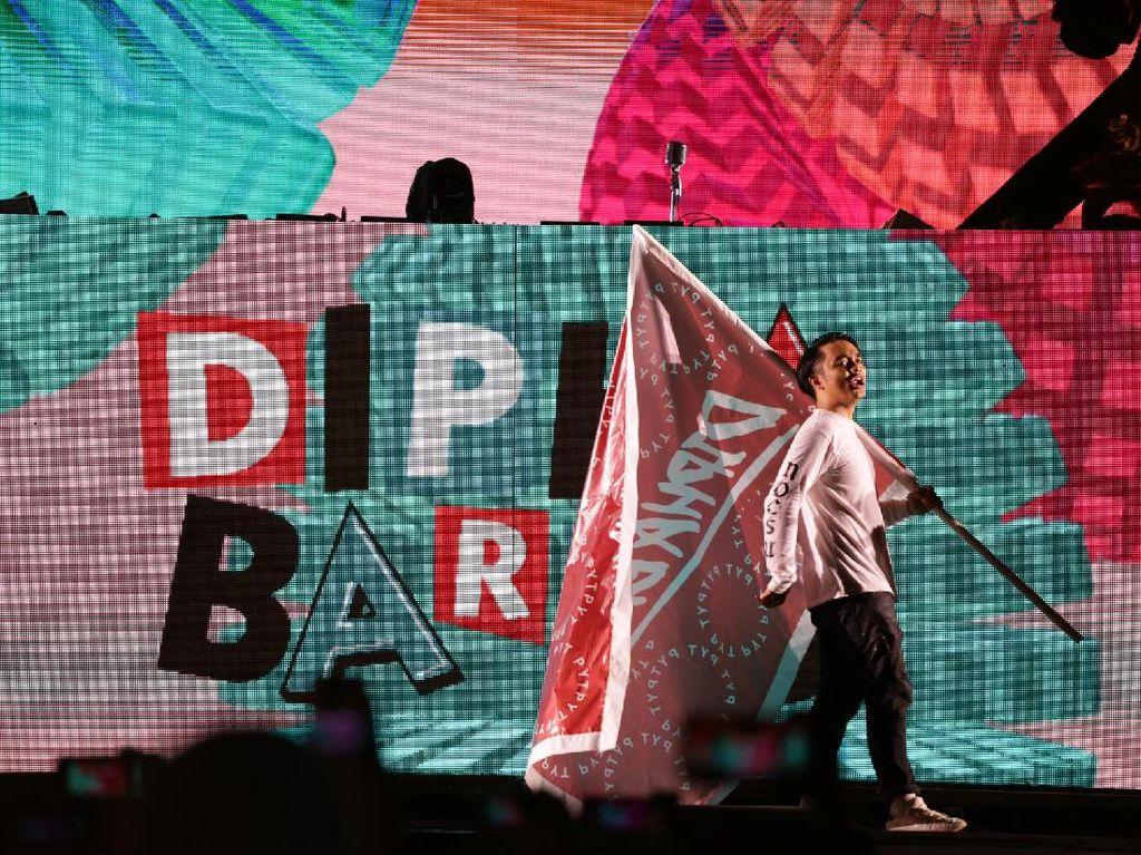Panggung Dipha Barus yang Penuh Kejutan di Djakarta Warehouse Project