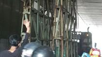 Muatan Truk Tersangkut di Underpass Kebayoran, Lalin Arah Pondok Indah Macet