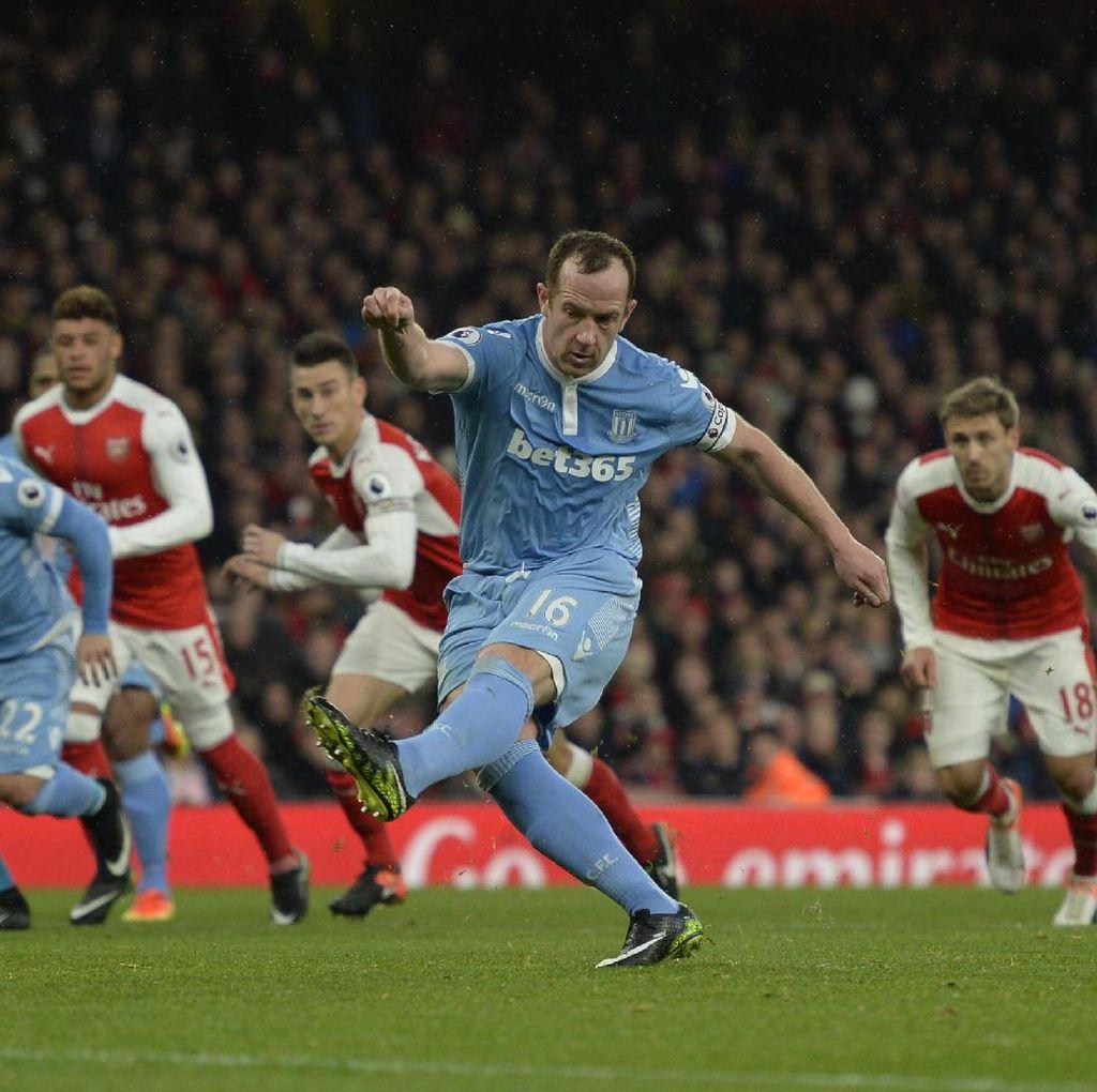 Sempat Tertinggal dari Stoke, Arsenal Tutup Babak Pertama 1-1