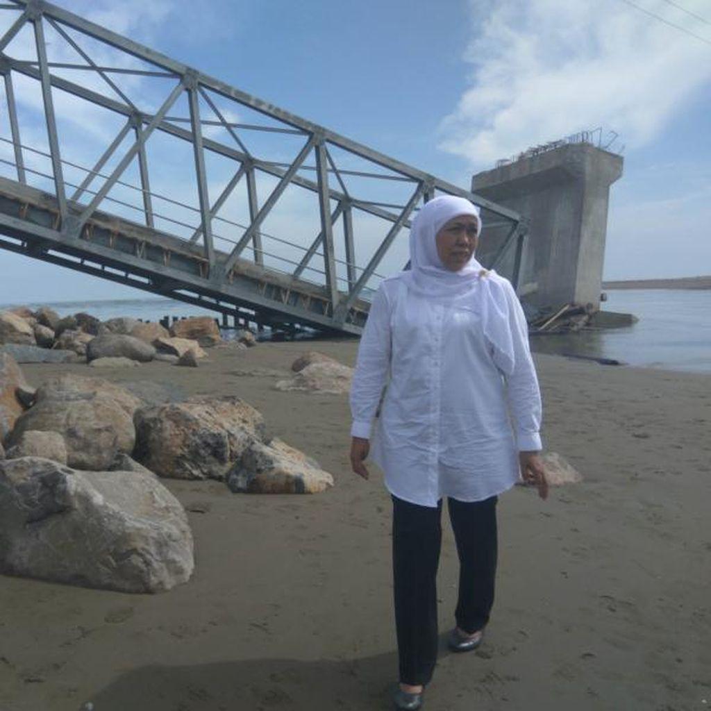 Mensos Khofifah Tinjau Rumah dan Jembatan Rusak di Pidie