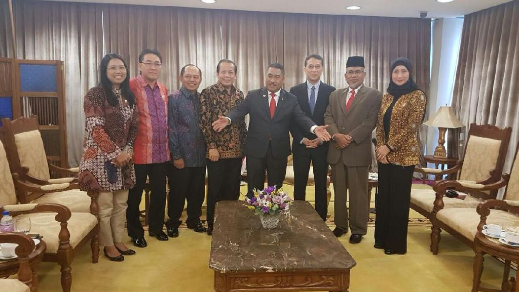 Kunjungi Malaysia dan Singapura, Pimpinan DPR Soroti Soal TKI dan Tax Amnesty