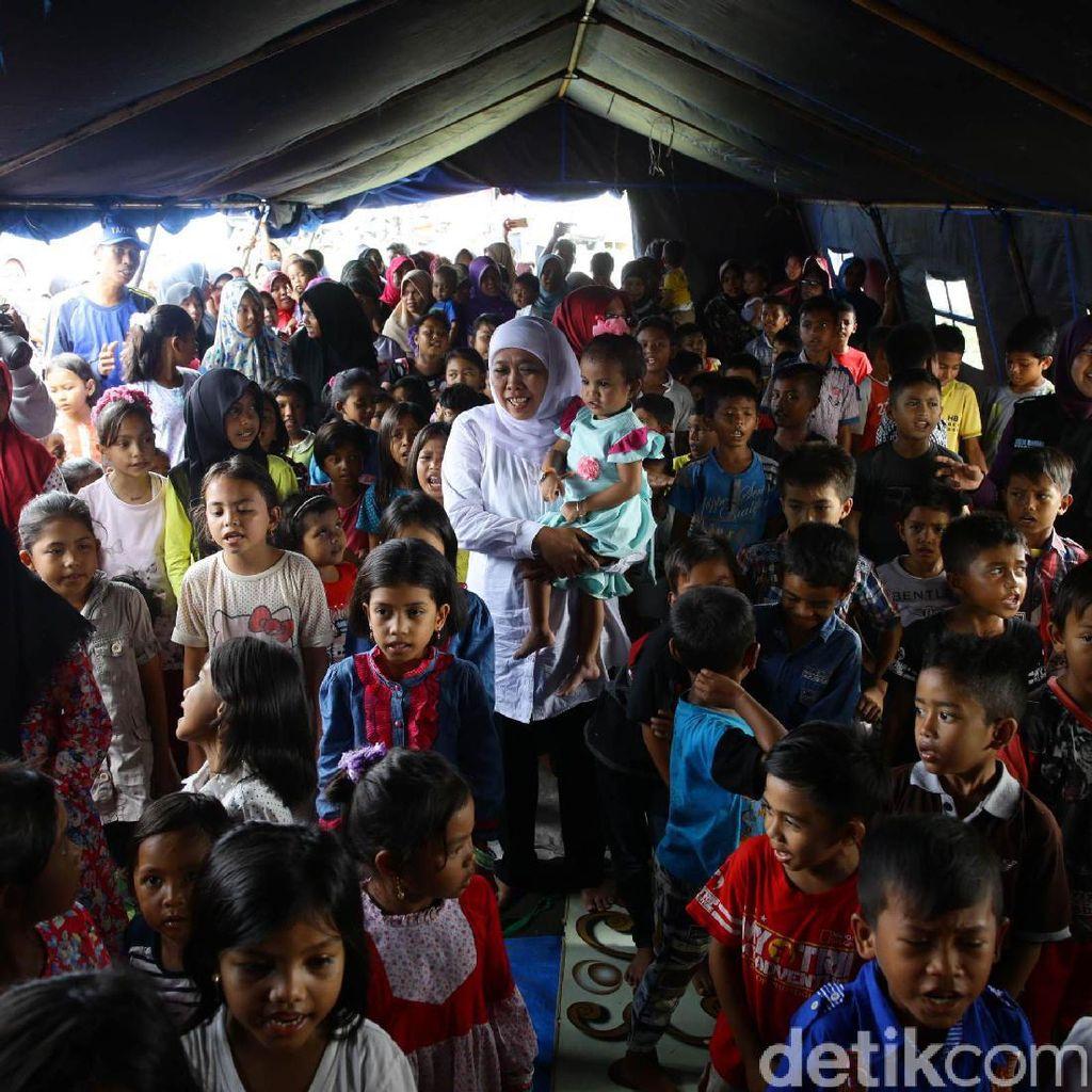Mensos Sapa Anak-anak Korban Gempa di Aceh