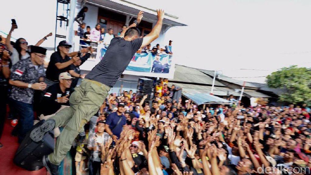Agus Yudhoyono Lompat Moshing dan Diarak Pendukungnya