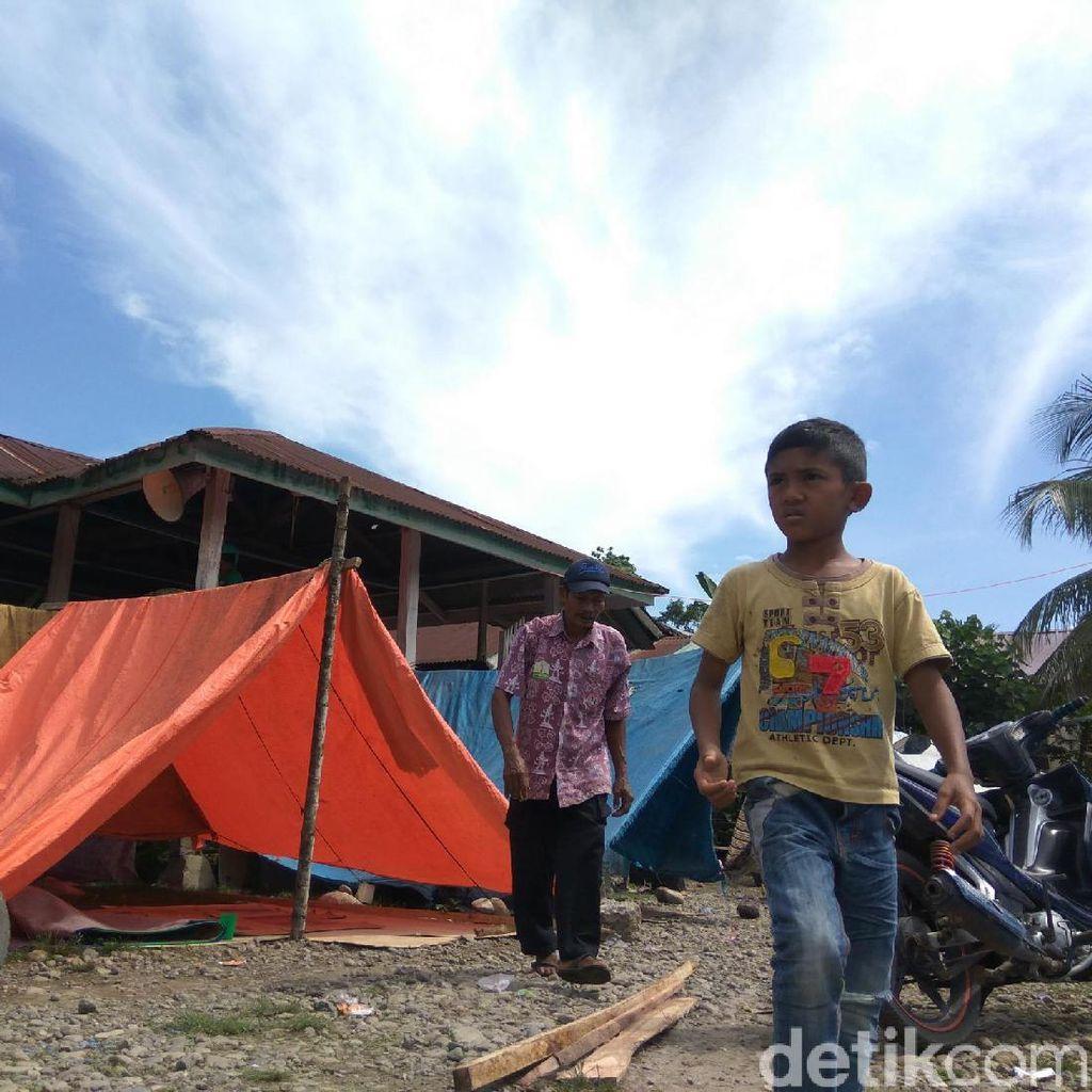 Berlindung di Terpal, Pengungsi Gempa Aceh Butuh Tenda dan Air Bersih