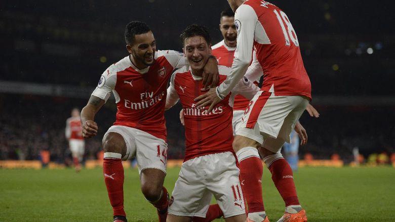 Arsenal Telah Kalahkan Stoke 3 1