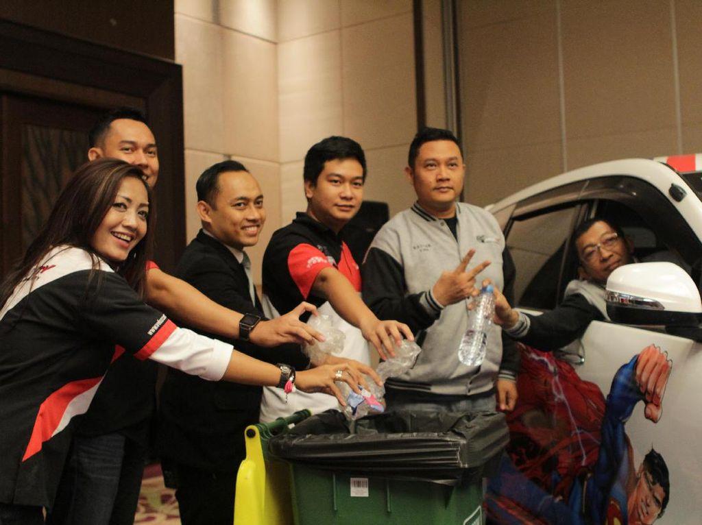 Jakarta Velozity Chapter Kampanyekan Tak Buang Sampah dari Mobil