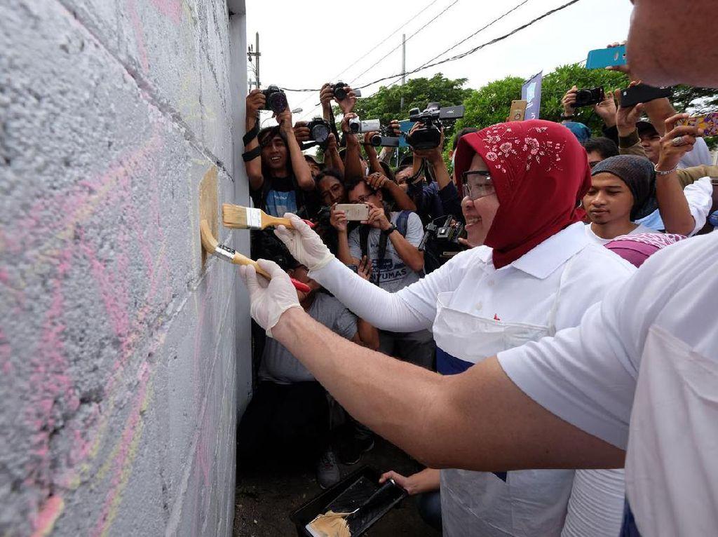 Diawali di Kenjeran, Risma Ingin Mural di Kota Surabaya Punya Karakter
