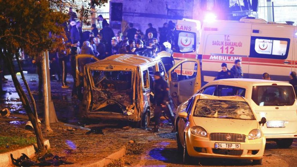Bom Mobil Meledak di dekat Stadion Besiktas Istanbul, 20 Orang Terluka