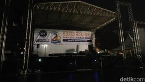 Jelang Doa Bersama, Panggung dan Stan Bersiap di Gasibu Bandung