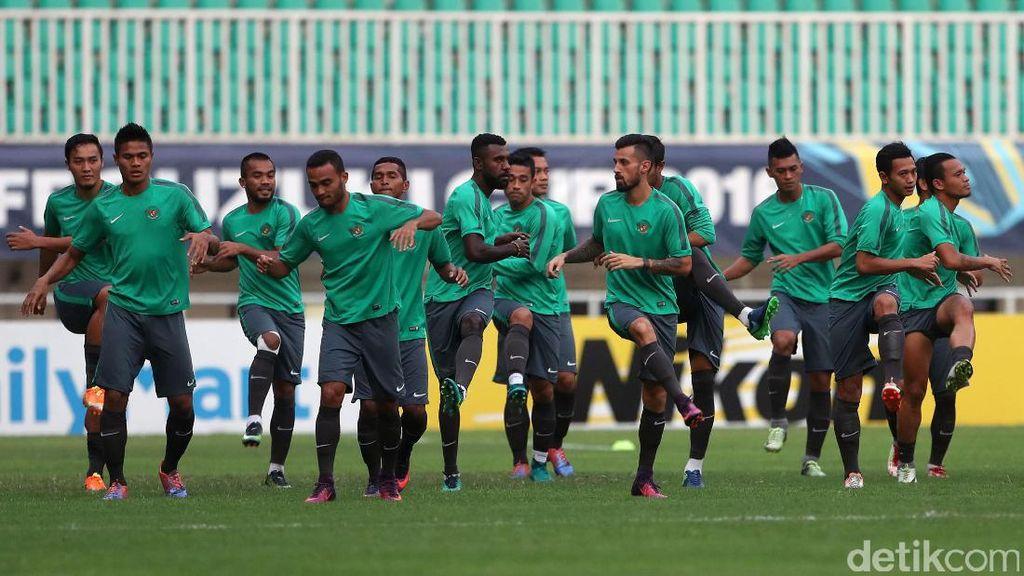 Intip Latihan Skuad Garuda di Stadion Pakansari