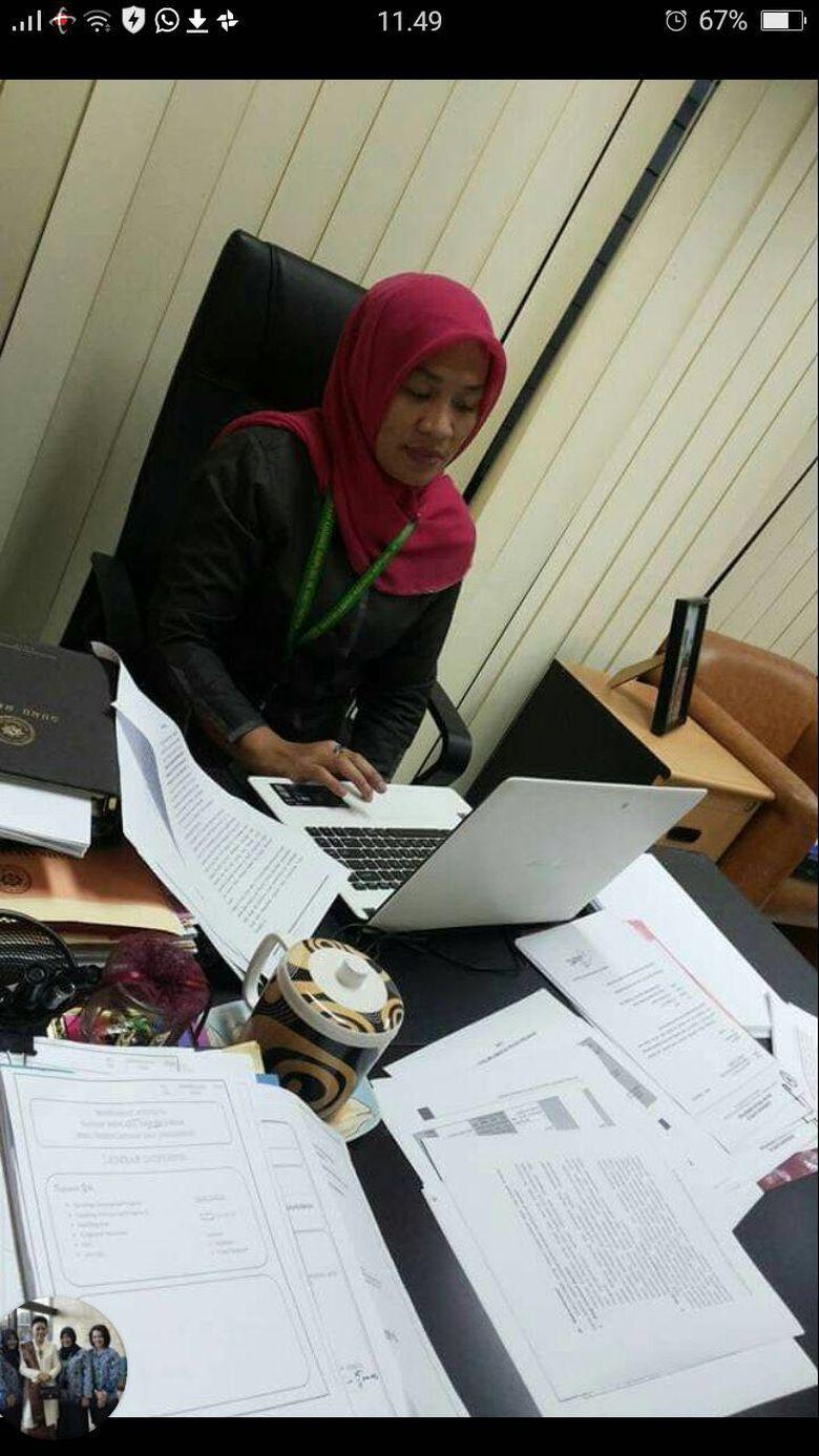 Perempuan yang Ngamuk dan Cakar Polisi Bekerja di MA