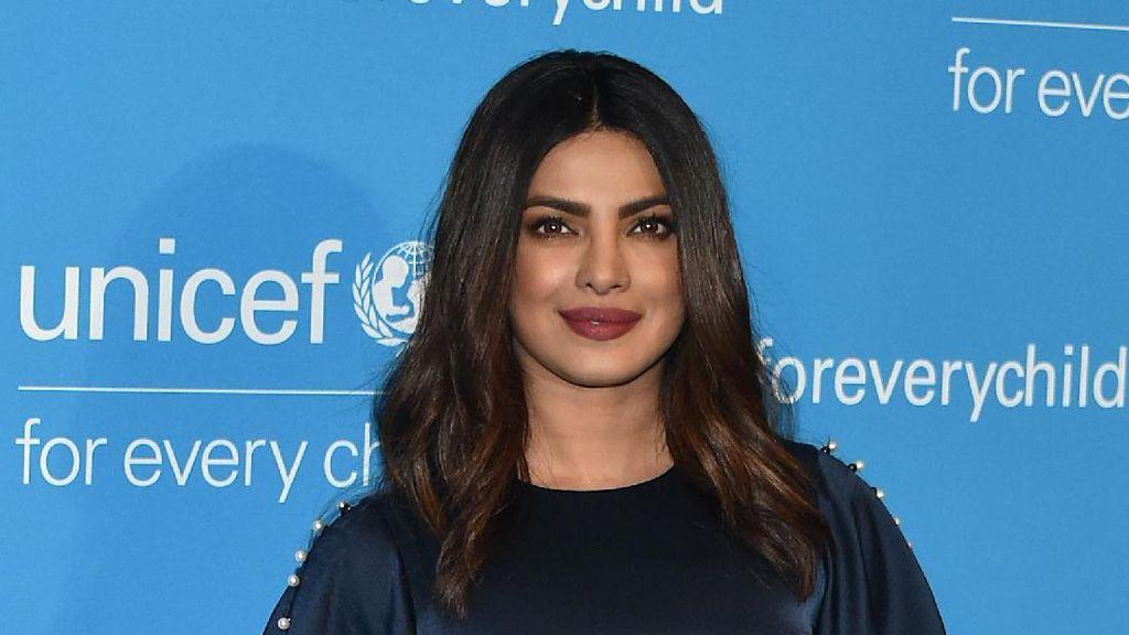 Rahasia Bibir Seksi Priyanka Chopra: Lipstik Kylie Jenner