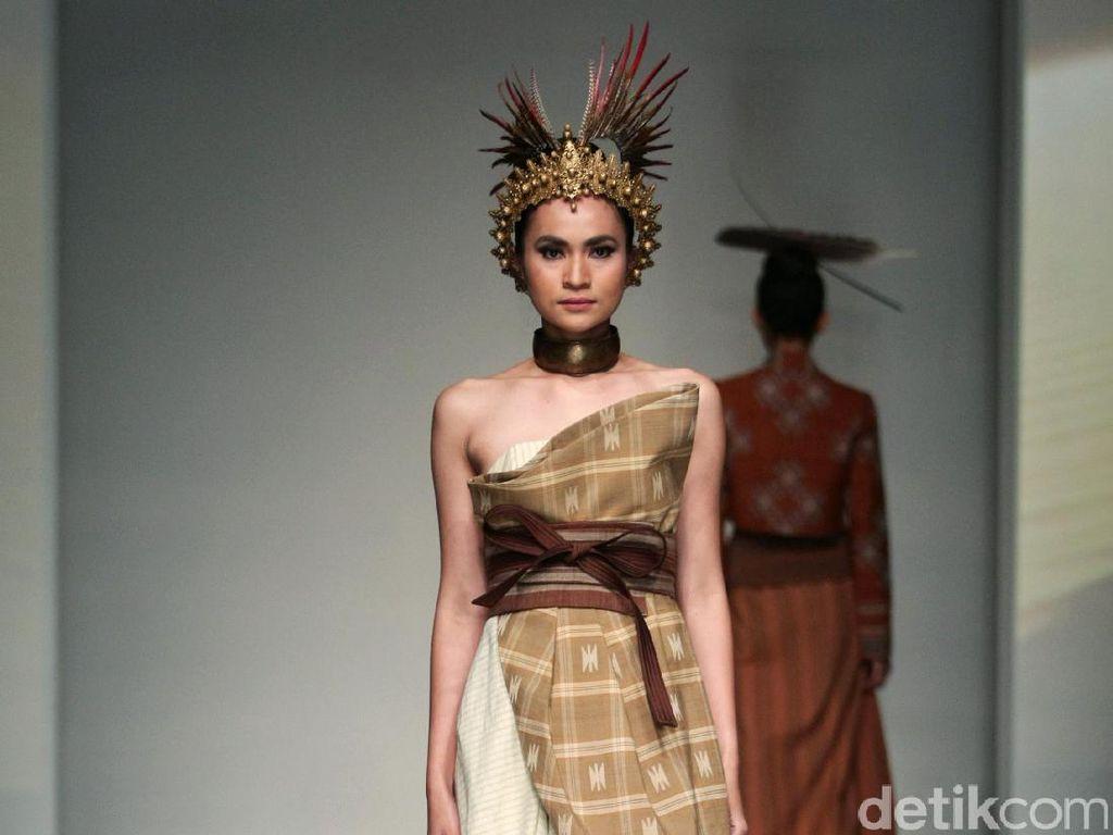 Foto: Koleksi Denny Wirawan di IPMI Trend Show 2017