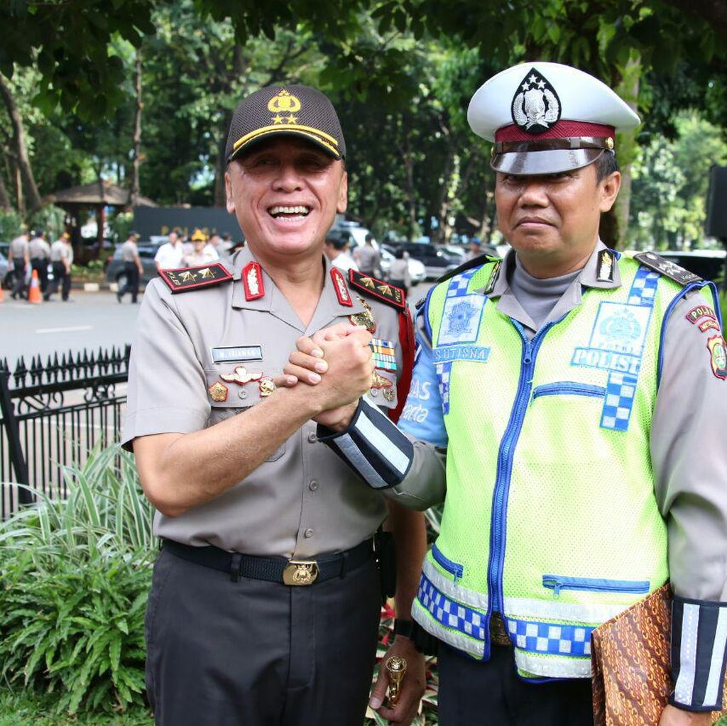 Kapolda Beri Penghargaan ke Aiptu Sutisna yang Dicakar Pegawai MA