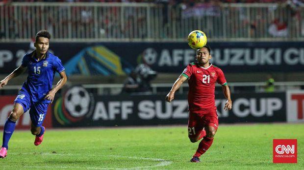 Andik Vermansah mengalami cedera parah saat membela Timnas Indonesia menjamu Thailand di leg pertama final Piala AFF 2016. (