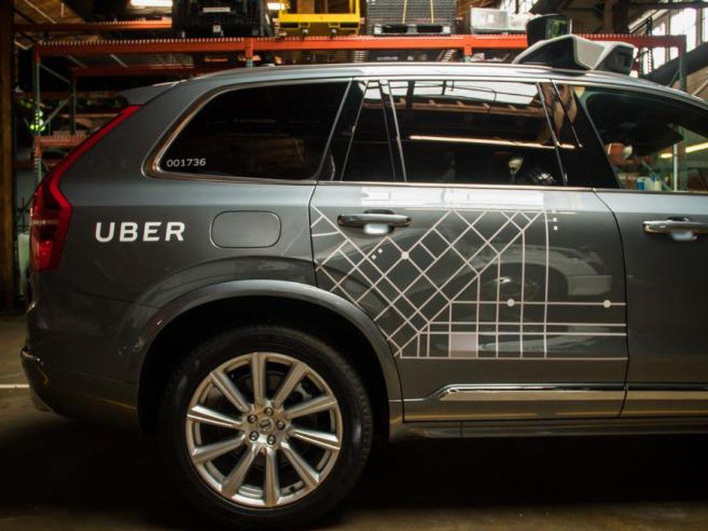 Uber Tolak Patuhi Aturan Mobil Tanpa Sopir