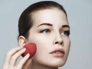 Tak Hanya Kasur, Tungau Juga Tumbuh di Spons Makeup, Ini Cara Mengatasinya