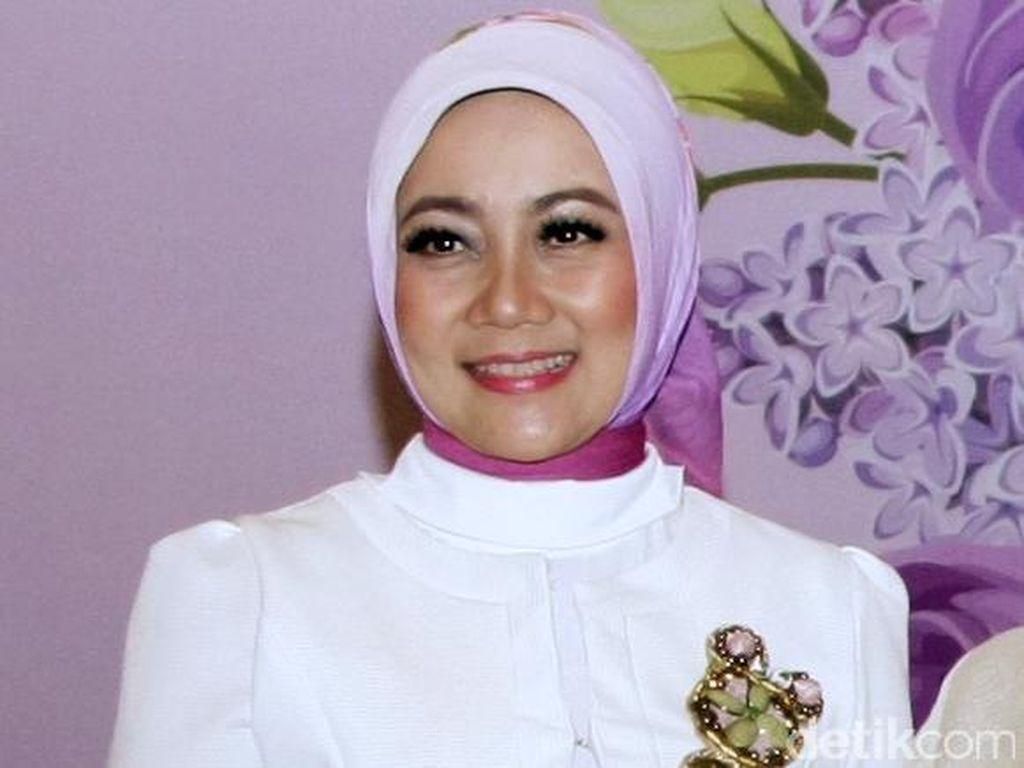 Istri Ridwan Kamil Dipuji Netizen karena Tulis Puisi di Hari Ibu