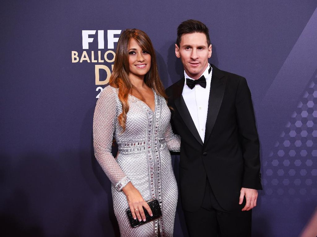 Messi Ultah Pernikahan, Intip Gaya Istrinya Pakai Gaun yang Dibuat 200 Jam