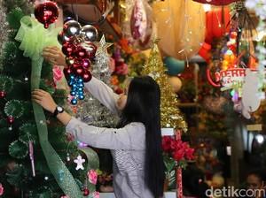 H-10, Pernak-pernik Natal Ramai Dicari