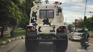 Mobil Raksasa di Jalanan Jakarta