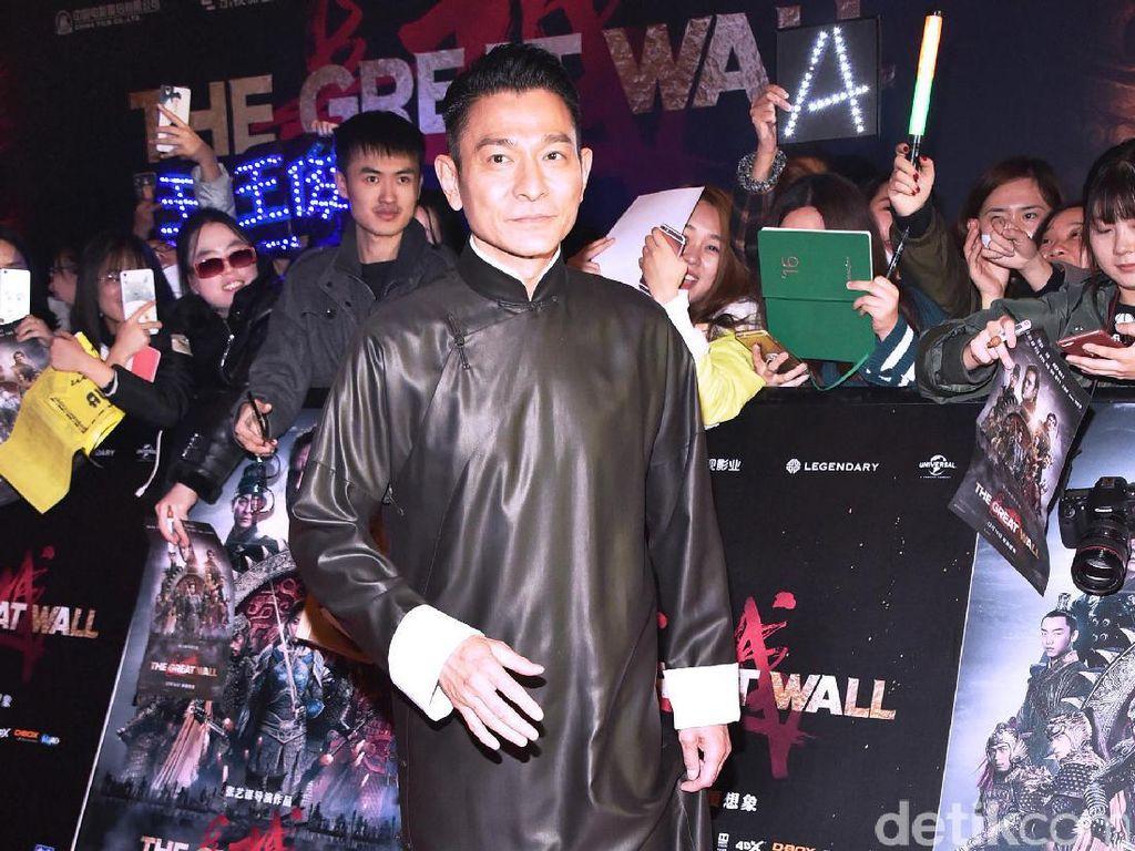 Aksi Para Bintang Film The Great Wall di Red Carpet