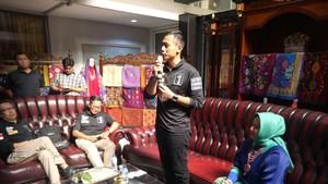 Tonton Fashion Show, Agus Yudhoyono Janji Lestarikan Tenun dan Songket