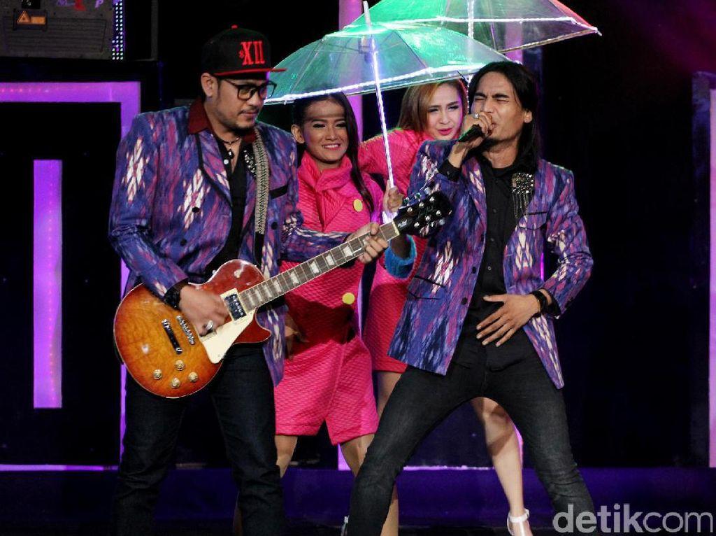 Setia Band Daur Ulang Lagu Bintang Kehidupan Milik Nike Ardilla