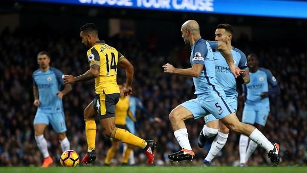Gol Cepat Walcott Bawa Arsenal Memimpin 1-0 atas City