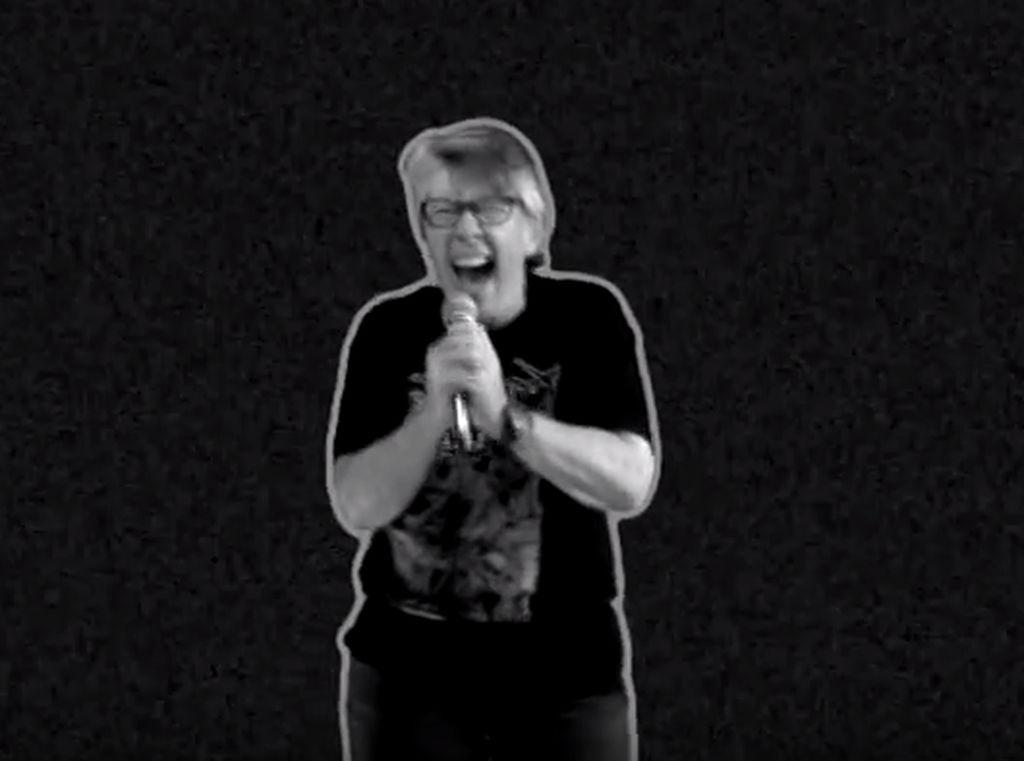 Cadas! Saat Nenek 68 Tahun Jadi Vokalis Band Bergenre Grindcore
