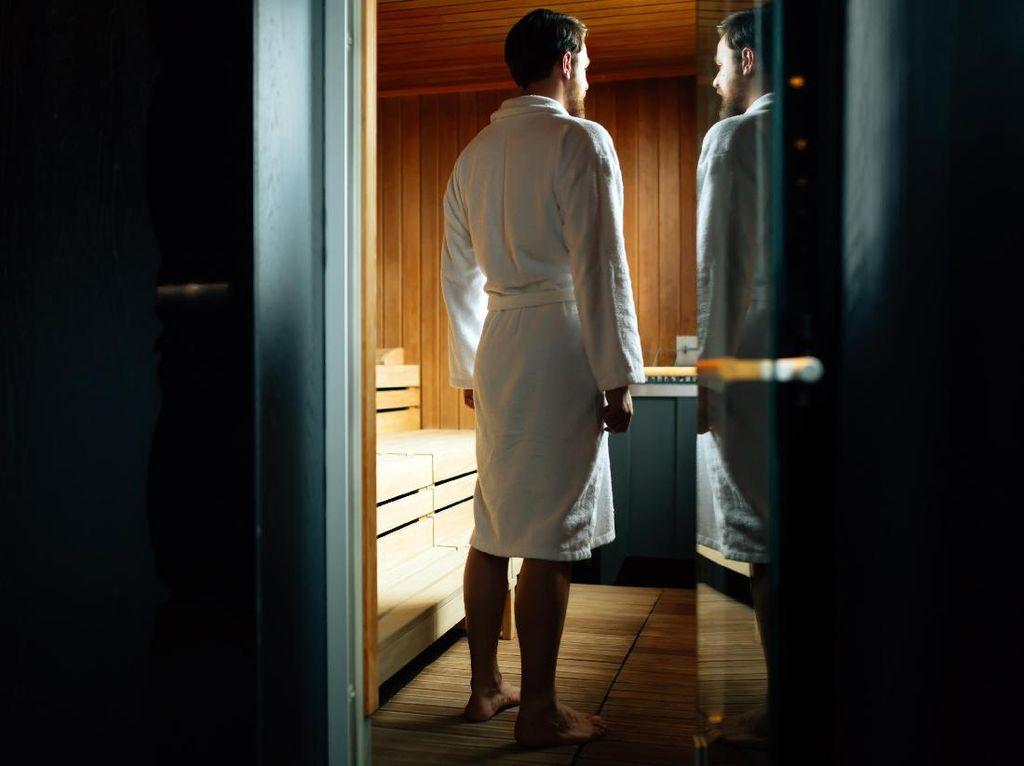 Pada Laki-laki, Mandi Sauna Terbukti Bisa Kurangi Risiko Pikun