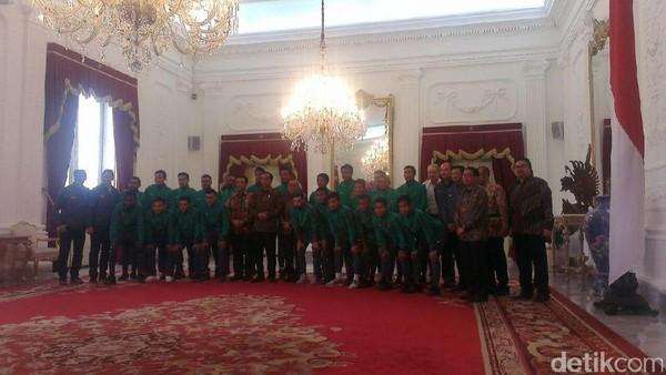 Pemain Timnas Indonesia Dapat Rp 200 Juta per Orang dari Presiden Jokowi