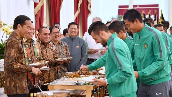 Mumpung Duduk Satu Meja, Andik dkk. Curhat kepada Presiden Jokowi