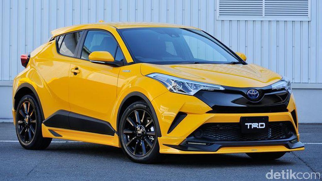 Ganteng Maksimal! Toyota C-HR dengan Aksesoris TRD