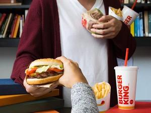 Riset: Lagu Ed Sheeran Ini Bikin Anda Lebih Banyak Makan Fast Food