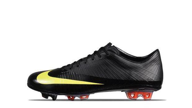 Sepatu Pertama Ronaldo di Manchester United