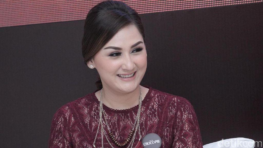 Libur Tahun Baru, Mona Ratuliu Ingin Ajak Anak Keliling Jakarta