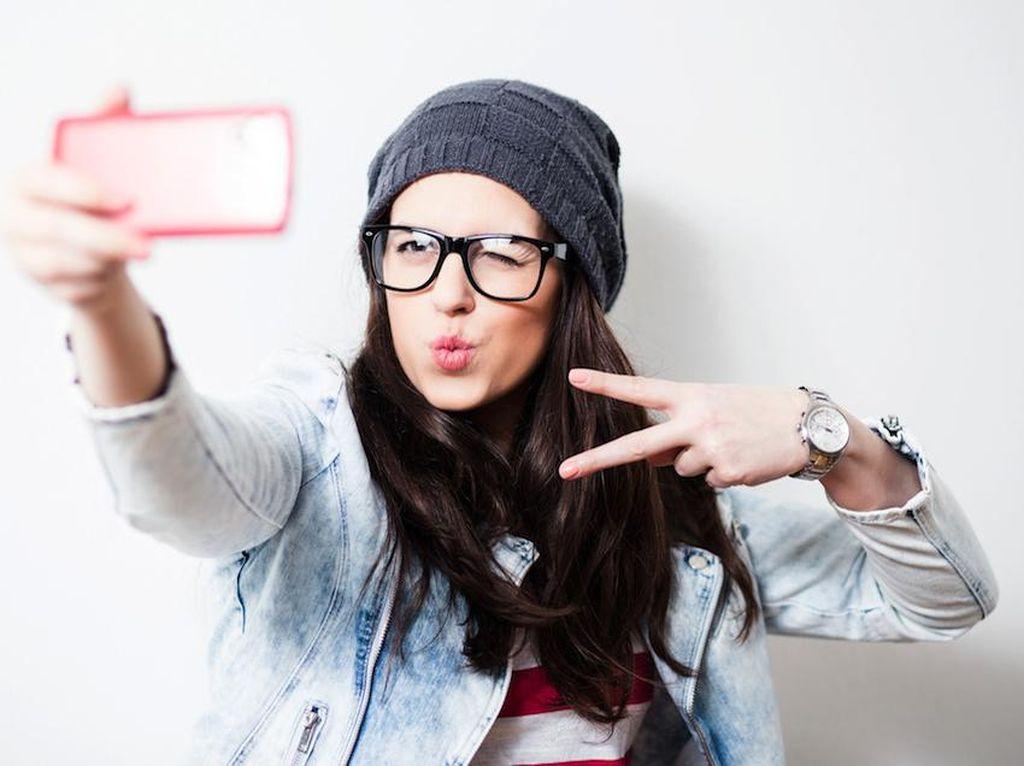Tips Mengambil Foto Selfie dengan Kamera Profesional