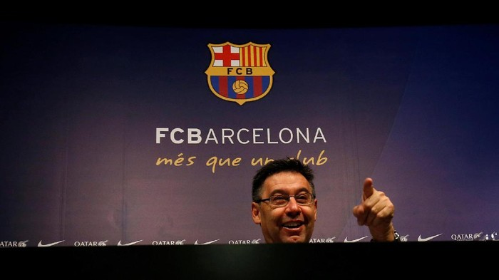 FC Barcelonas president Josep Maria Bartomeu attends a news conference at Camp Nou stadium in Barcelona, Spain December 20, 2016. REUTERS/Albert Gea