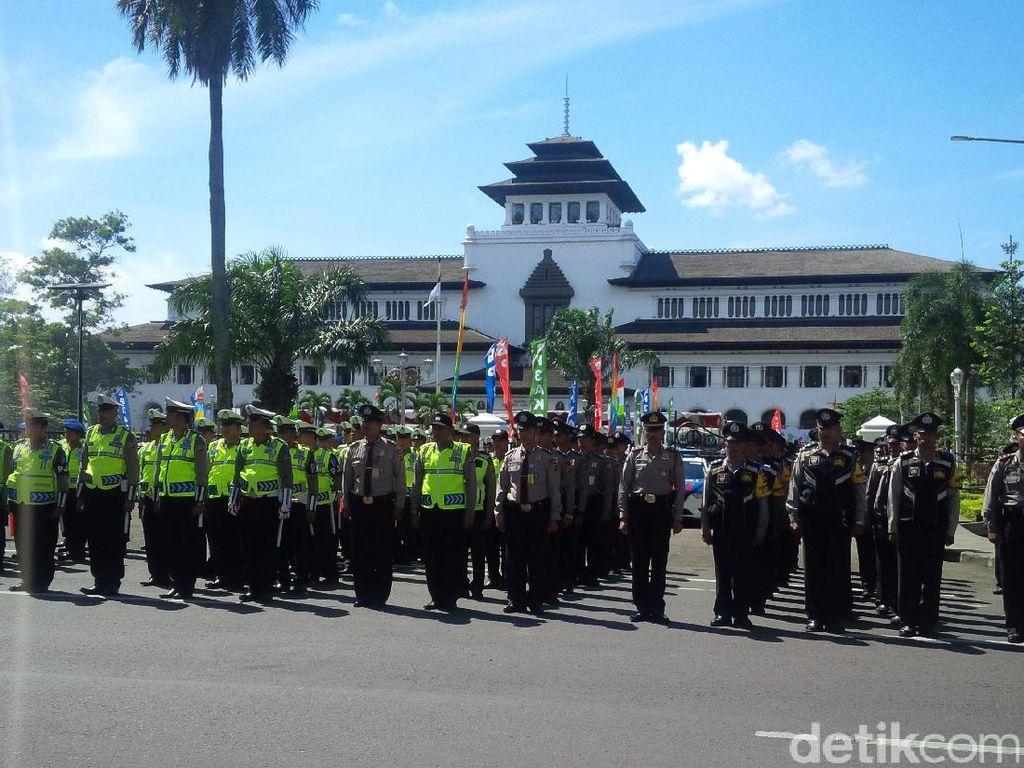 Ribuan Polisi Kawal Aksi Demo Sopir Angkot di Bandung