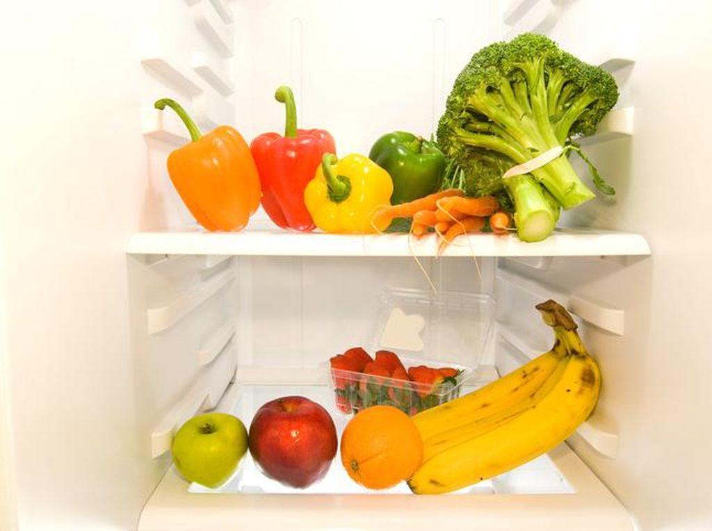 Disimpan Dalam kulkas, Makanan Masih Bisa Basi Lho