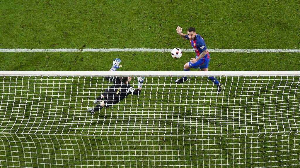 Gol yang Melegakan Alcacer