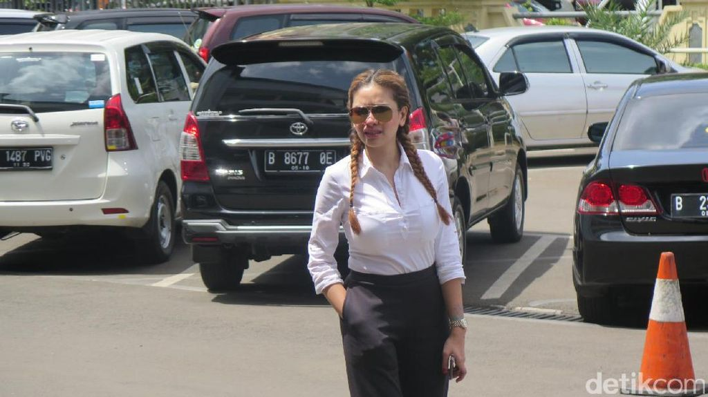 Tak Terima, Nikita Mirzani Laporkan Balik Asisten Julia Perez