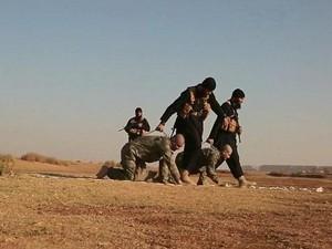 Sebelum Dibakar Hidup-hidup, 2 Tentara Turki Disuruh ISIS Merangkak di Gurun