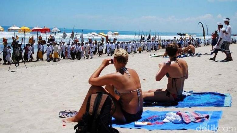 Foto: Ilustrasi turis di Bali (Gede Suardana/detikTravel)