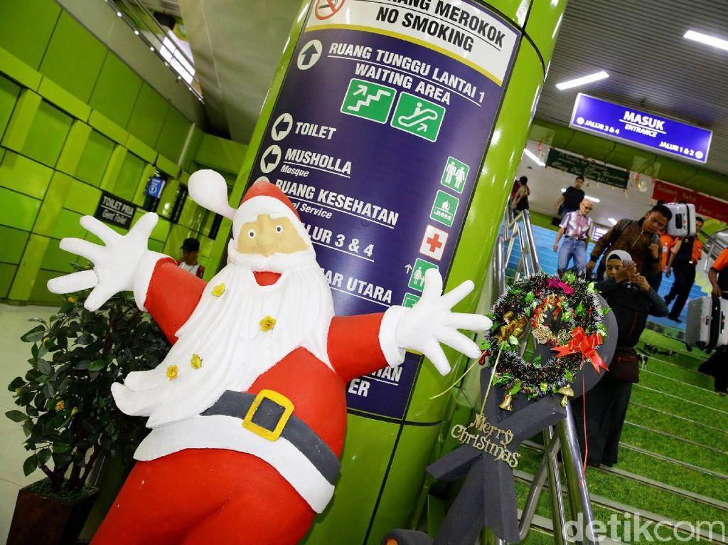 Stasiun Gambir Bersolek Jelang Natal