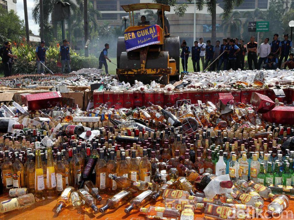 Pemusnahan Miras dan Rokok Ilegal