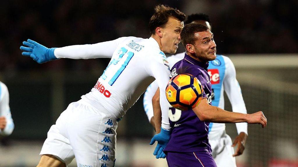 Gol Penalti di Injury Time Selamatkan Napoli dari Kekalahan
